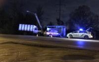 Серьезное ДТП в Харькове: автомобиль влетел в остановку