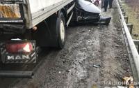 Жуткое ДТП: под Полтавой грузовик наехал на легковушку