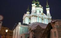 Новое архитектурно-декоративное освещение включили в Андреевской церкви