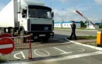 На белорусском КПП уже пятые сутки стоят более 100 фур
