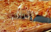 Ученые рассказали об опасности пиццы и чипсов для мужчин