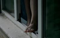 В Днепре студентка порезала себе вены и прыгнула с 10-го этажа