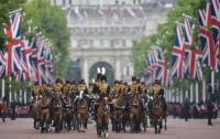 Официальный день рождения Елизаветы II отметили парадом в Лондоне (фото)