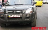 В Киеве на пешеходном переходе внедорожник сбил молодую женщину (ФОТО)