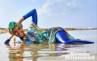 Легендарный журнал устроил фотосессию в мусульманском купальнике
