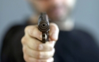 Кассир сохранил спокойствие под дулом пистолета (видео)