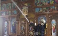 В Черновцах молния ударила в церковь, но храм не сгорел (ВИДЕО)