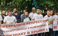 Крымские татары приехали в Москву и попали за решетку (фото)