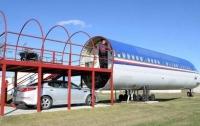 Житель Техаса построил дом в бывшем самолете