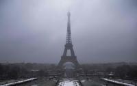 Эйфелеву башню закрыли из-за погодных условий