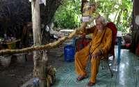 Мужчина не стригся 80 лет и отрастил пятиметровые волосы