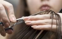 Парикмахер наказала мужчину за чрезмерную волосатость