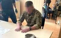 Замначальника военного лицея оценил свои услуги в пять тысяч долларов