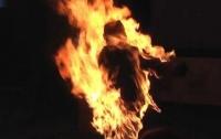 Житель Днепропетровщины облил жену бензином и поджег