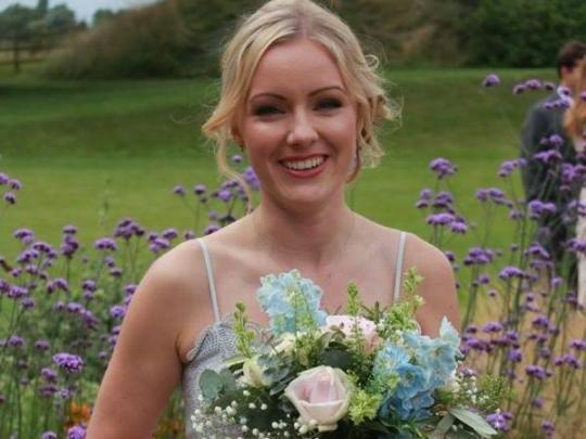 Британка полностью разорилась на свадьбах 20 подруг за четыре года