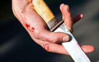В Киеве возле метро парень подрезал друга
