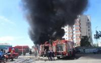 Масштабный пожар случился в большом торговом городе (видео)