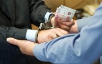 Суд в Харькове арестовал двух должностных лиц госпредприятия за взятку