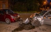 Жуткое ДТП в Днепре: на перекрестке столкнулись три авто, есть пострадавшие (видео)