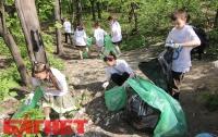 Как киевляне добровольно чистили Сырецкий парк (ФОТО)