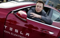 Tesla анонсировала выпуск полноприводного электромобиля