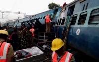 В Индии поезд сошел с рельсов: не менее 20 раненых