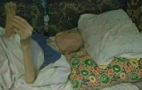 В Киеве парализованную пенсионерку бросили умирать от голода