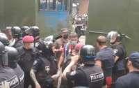 Провокации и дестабилизация ситуации в стране. Что на самом деле происходит под стенами суда по делу Стерненко?
