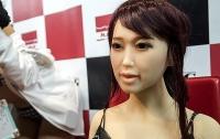 В Китае создали куклу, умеющую мыть посуду