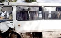 Под Черкассами произошло жуткое ДТП: автобус переехал легковое авто