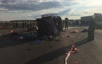 Под Сарнами грузовик снес маршрутку, погибли люди (видео)