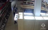 Пьяное ограбление: В Одессе пьяный школьник ограбил магазин