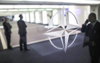 Совет НАТО перенес визит в Украину