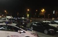 В Киеве на парковке ТЦ расстреляли из автомата человека
