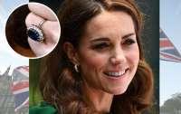 Названа получившая на помолвку самое красивое кольцо в мире женщина