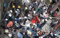 На западе Индии рухнул трехэтажный дом, есть погибшие