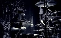 Вместо разгона концерта полицейский сыграл на ударных (видео)