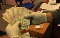 На Львовщине начальник ГМС оформлял паспорта за взятки