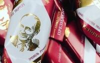 Съешь Путина: в Беларуси идут нарасхват трюфели с портретом главы Кремля