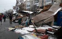 В Киеве люди в балаклавах разгромили рынок