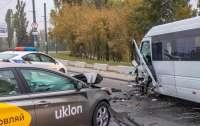 В Днепре водитель уснул за рулем и устроил масштабную аварию (видео)