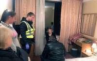 В Киеве поймали банду сутенеров (видео)