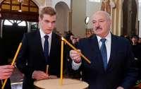 Сына Колю Александр Григорьевич намерен спрятать в Москве