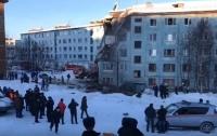 Из-за взрыва газа обрушилась многоэтажка в Мурманске: есть жертвы (видео)