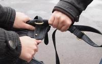 В Николаеве прохожие задержали грабителя, который напал на пенсионерку