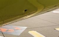 Пассажиры самолета перед взлетом обнаружили дыру в фюзеляже