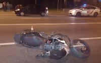 ДТП в Киеве: ZAZ Forza протаранил мотоцикл, отбросив байкера под другие машины