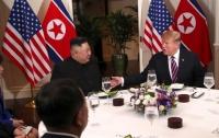 Разузнали, какими деликатесами угощали Трампа и Ына