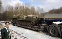 Военная прокуратура взялась за рации для военных, закупленные при Порошенко