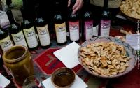 В Тбилиси сейчас весело: много вина и шашлыков